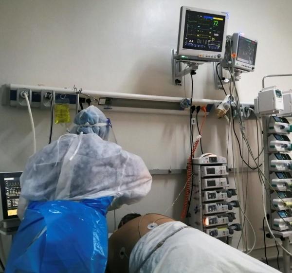 مستشفيات تونس تئن تحت وطأة تفشي كورونا